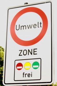 Ab Januar 2012 gelten schärfere Regelungen in Deutschlands Umweltzonen (by Gisela Peter / pixelio.de)