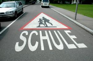 Viele Kinder unterschätzen die Risiken auf dem Weg zur Schule. Foto: © Paul-Georg Meister /pixelio.de