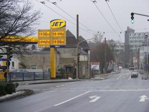 Nicht nur die Benzinpreise sind angestiegen: Der Unterhalt eines Autos ist teurer geworden. Foto: sludgegulper | flickr.com | CC BY-SA 2.0
