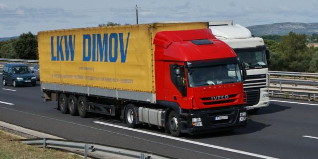 Gegner der Gigaliner argumentieren, dass deutsche Straßen nicht für die 25 Meter langen Lkws ausgelegt sind. CC BY 2.0   NotrucksNolife   flickr