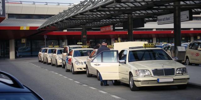 Hier könnten demnächst deutlich weniger Fahrzeuge stehen.   Foto: Matti Blume   wikipedia.org CC BY-SA 2.0 DE