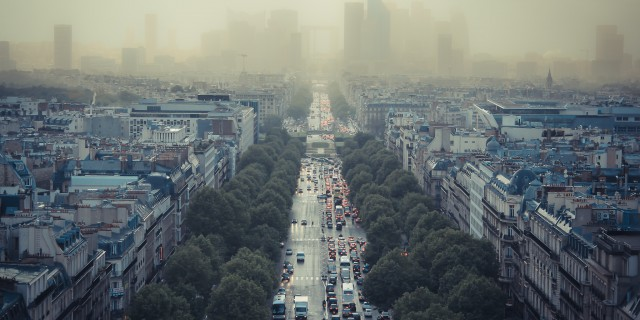 Paris hat schon seit Jahren mit Smog zu kämpfen und wird daher die Innenstadt für ältere Kraftfahrzeuge sperren. | Foto: Damián Bakarcic | CC BY 2.0