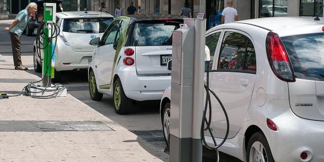 Elektroautos sollen die Wende bringen und, wenn es nach der Bundesregierung geht, die Benziner und Diesel ablösen. Bislang funktioniert das nicht. | Foto: Mariordo | wikipedia.org | CC BY-SA 2.0