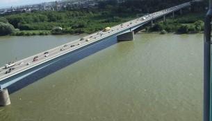 Die Schiersteiner Rheinbrücke ist enorm wichtig für den Verkehr zwischen Mainz und Wiesbaden. Bereits seit Februar ist sie nun aber gesperrt. | Foto: Kandschwar | CC BY-SA 3.0