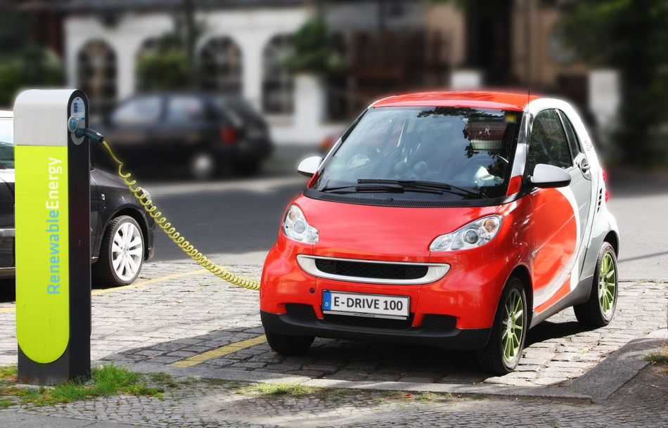 Batterien verlieren mit der Zeit an Leistung, so auch die aus Elektroautos. | Foto: Felix Mueller | wikipedia.org CC BY SA 3.0