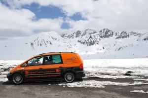 Der VW Sharan vor der wunderschönen Natur Andorras. Foto: Thomas