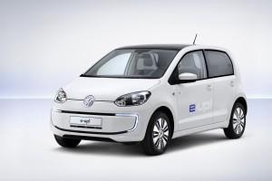 Elektroautos könnten, wenn es nach Volkswagen geht, bald schon von Roboter-Tankwarten betankt werden   Foto: Volkswagen   <a