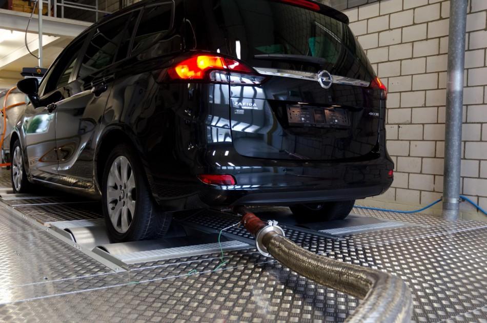 Die Deutsche Umwelthilfe hat auch beim Opel Zafira Diesel verdächtige Abgaswerte entdeckt. Nun will die EU die Staaten bei der Kfz-Zulassung kontrollieren. | Foto: Holzmann / DUH | <a