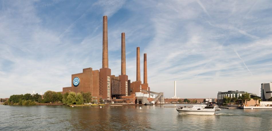 Es ist einer der schlechtesten Tage für VW seit langem. Die Aktie ist eingebrochen und es mussten weitere Manipulationen eingeräumt werden. | Foto: Richard Bartz | wikipedia.org | CC BY-SA 3.0